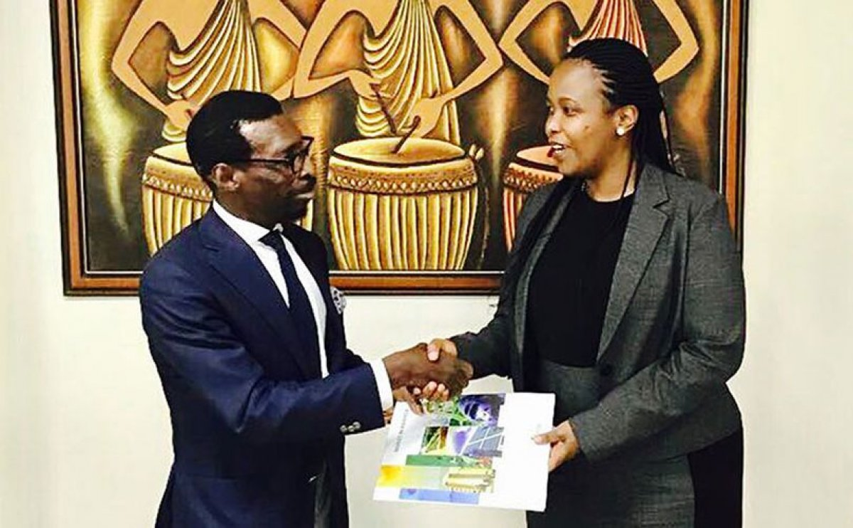Olusegun Paul Andrew, the chairman of BlackPace Africa Group (left) and Clare Akamanzi, CEO of the Rwanda Development Board (right) exchange documents