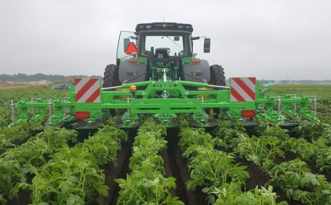 Foldable AVR ridger meets demand for mechanical weed control in potatoes